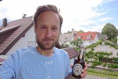 Startnummer 133: Die Belohnung: Zumindest das Bier ist aus dem Norden 😉  Ich trinke auf all meine Sponsoren, Unterstützer und Freunde.   Vielen Dank.... Ihr seid Weltklasse!!!  Und auf meinen Vater, dem ich meinen Lauf heute widme 🤝